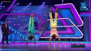 Video Akshay Kumar Does Handstand download MP3, 3GP, MP4, WEBM, AVI, FLV April 2018