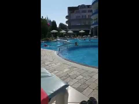 Mr bean at the swimming pool the curse of mr bean youtube Mr bean swimming pool video download