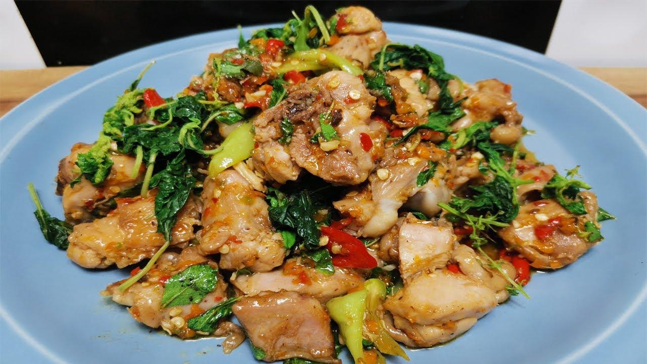 ผัดกระเพราไก่ เคล็ดลับผัดไก่ให้สุกถึงกระดูกเนื้อนุ่ม แซ่บจี๊ดจ๊าดถึงใจ Thai basil chicken recipe
