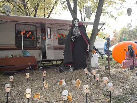 Outdoor halloween decorations outdoor halloween for Outside halloween decorations to make at home