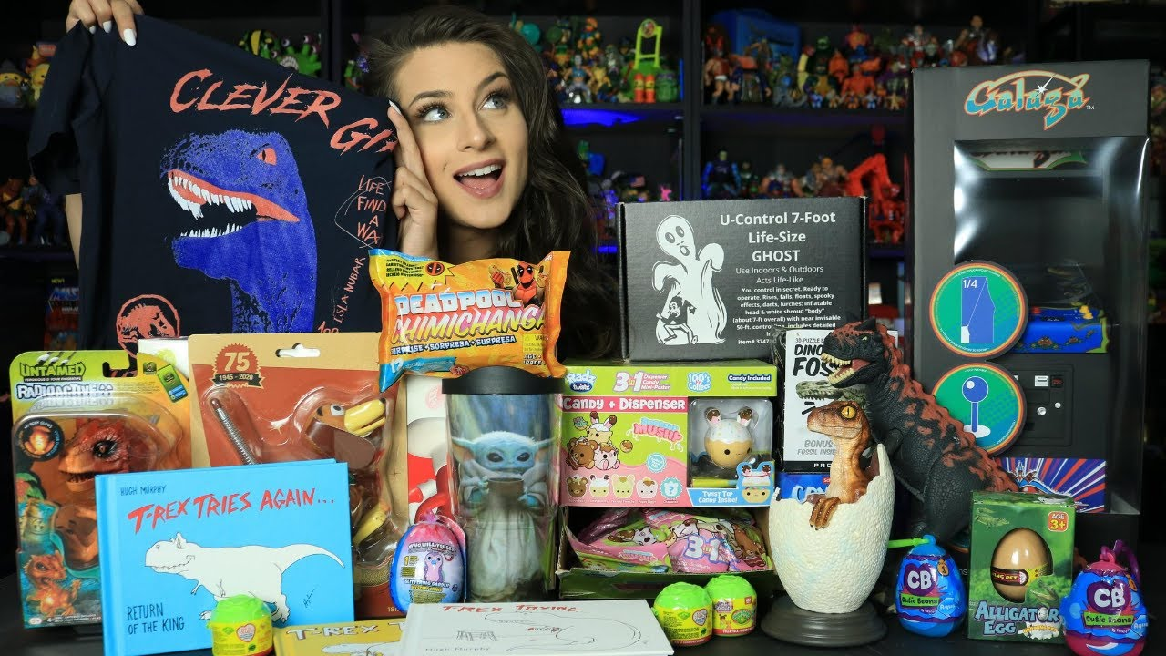 The QUEEN of toy reviews. Laura Legends the best toy review channel on YouTube! Come one come all!