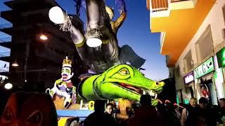Carnevale di Larino: la sfilata dei giganti di Cartapesta