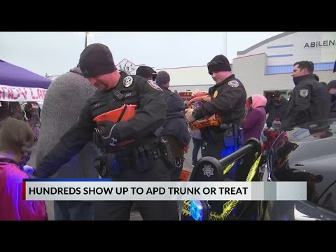Abilene Police Department Hosts Second Trunk Or Treat