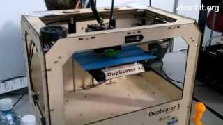 3d принтер печатает свисток и браслет(http://atombit.org/ - развитие науки и техники. Представляю 3d принтер видео, сделанный своими руками (не моими). На..., 2013-11-28T10:09:08.000Z)