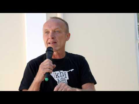 Stef Bos oor Afrikaans, die betekenis van taal en die US-taalbeleid