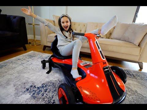 Lina'ya Kırmızı Drift Araba Sürprizi! Çok Sevindi!  Kullanırken Böcek Geldi Çıldırdı😲