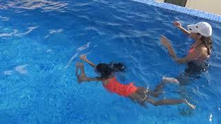 Lina İle Havuz Keyfi Vlog  ( Su Topu, Ortada Sıçan Vs.. )