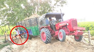 Mahindra 575 tractor stuck in heavy load, Desi Chora of village gave a wonderful  danger driver