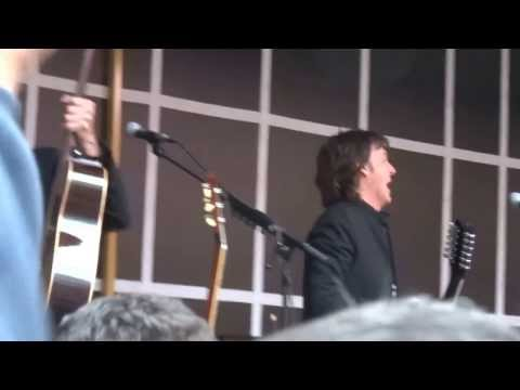 Paul McCartney Surprise Performance in Times Square NYC 10-10-2013