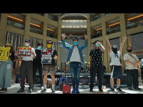 وقفة احتجاجية في مركز تجاري بهونغ كونغ رفضا لقانون الأمن القومي الذي أقرته الصين…  - 18:00-2020 / 6 / 30