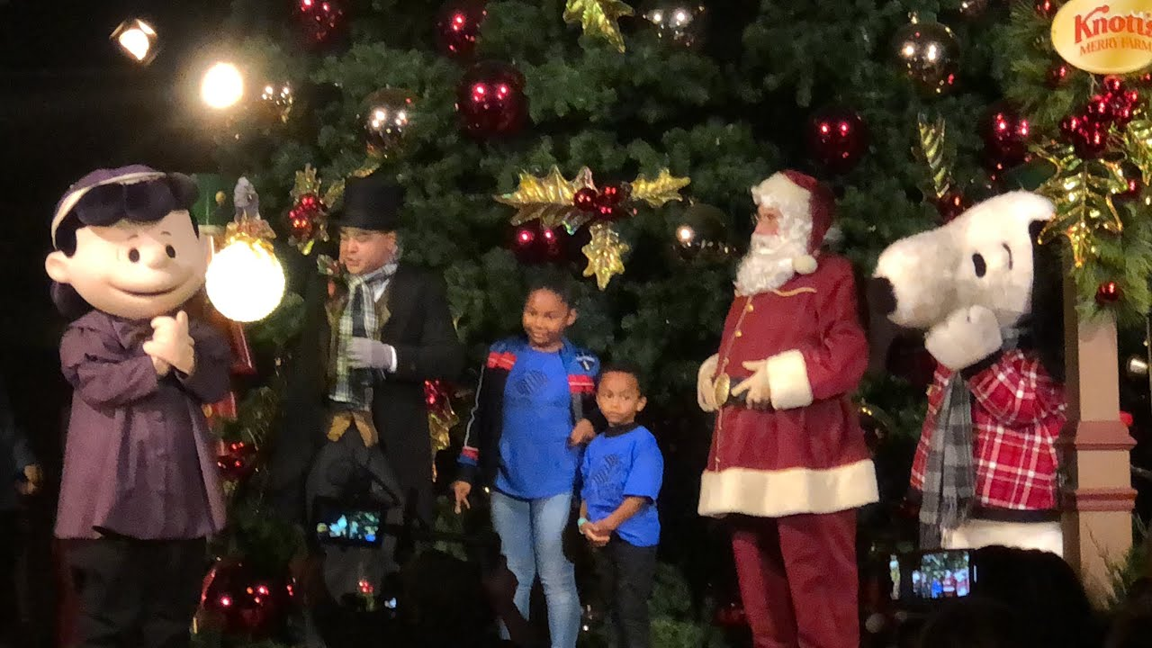 Knott\'s Merry Farm Snoopy & Santa Opening Moment Tree Lighting ...
