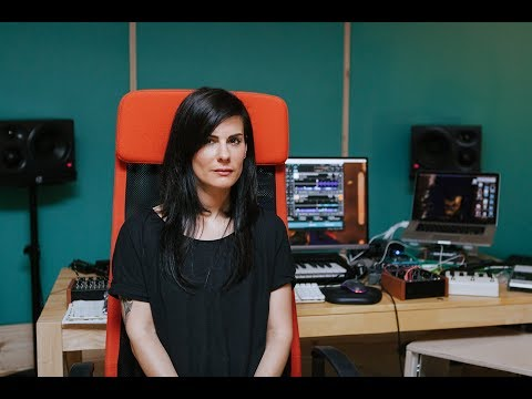 Rebekah deconstructs the hybrid setup | Native Instruments