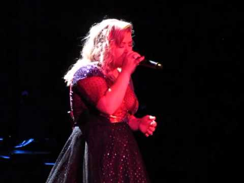 "Kelly Clarkson covers ""Jolene"" by Dolly Parton - Albuquerque 8/27/15"