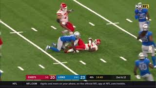Travis Kelce with an Unexpected Hook-in-lateral to Lesean McCoy