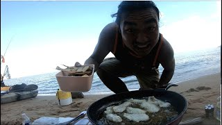 Fishing with FishBites Vs Bloodworms\u0026LiveLining for RockFish.(Fried Fish n Rice on the beach)