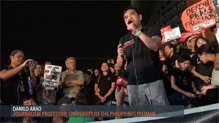 Harry Roque dared to resign by UP journalism professor