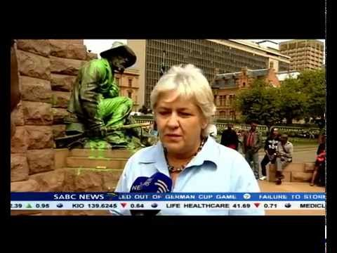 Government has urged South Africans not to destroy colonial and apartheid statues