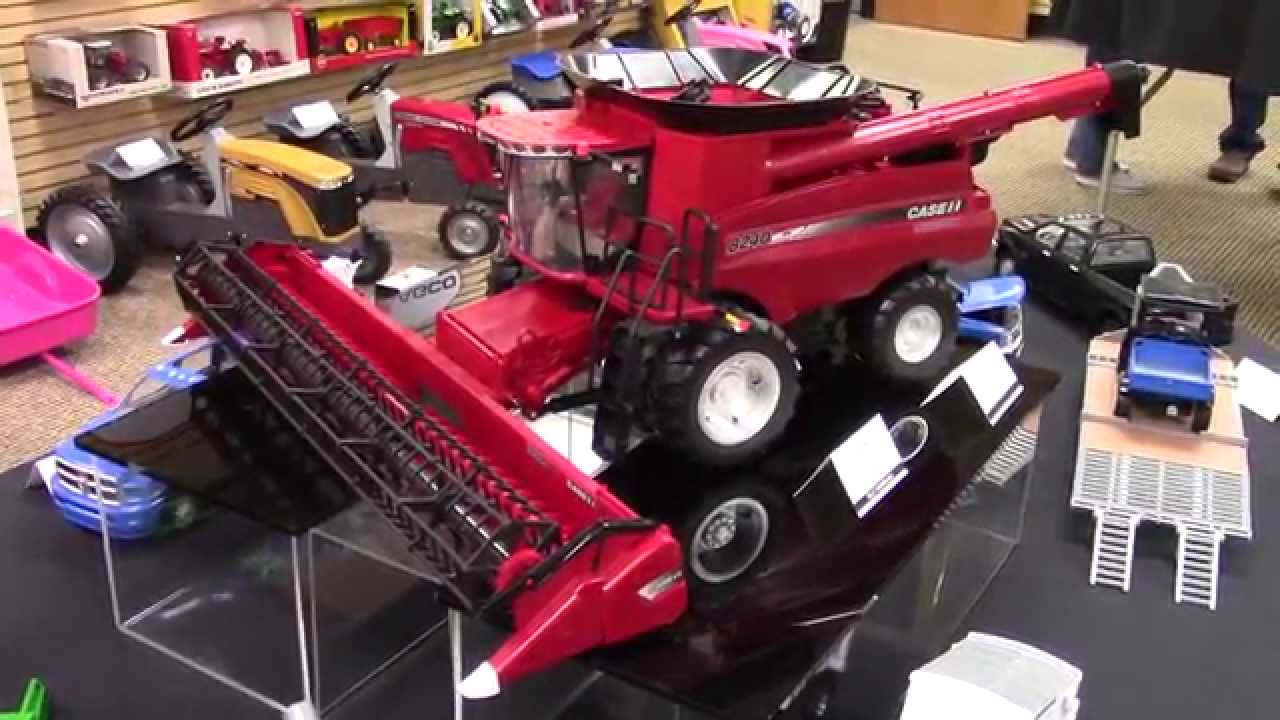 1 16 Scale Big Farm Case Ih 8240 Axial Flow Combine From Ertl Youtube