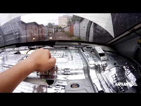 Металл под задней полкой VW Polo Sedan проклеен вибропоглащающим материалом Шумофф М2. Простукивание
