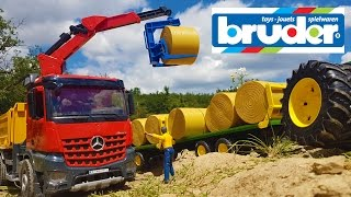 BRUDER RC Tractor hey bales transportation