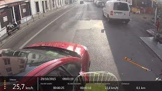 Scène de la Vie à Vélo à Lyon 0017 - Chauffard me klaxonne, me percute, roule sur mon pied, s