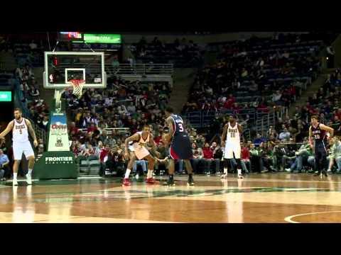 Hawks blow out Larry Drew, Bucks
