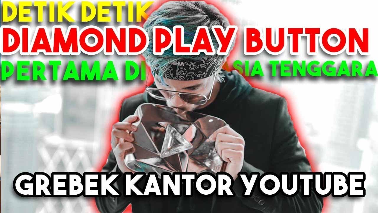 Atta Diamond Play Button Pertama Di Asia Tenggara 11 M Subs Grebek Kantor Youtube Youtube