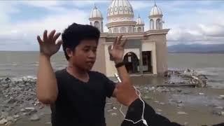 Keajaiban Muadzin Masjid terapung di Gulung ombak tsunami palu