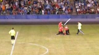 Two fans run onto the field  - AC Milan vs Panathinaikos