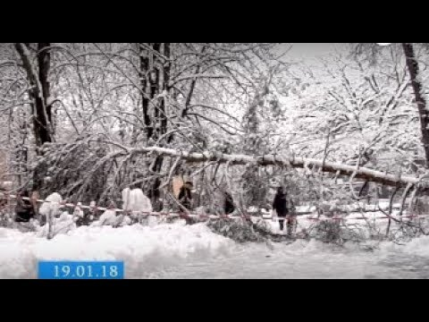ТРК ВіККА: Запаси води, шкільні прогули та розпуск пацієнтів: Черкаси в аварійному полоні негоди