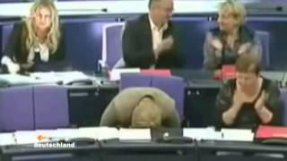 Spielende, schlafende und alkoholisierte Marionetten im Bundestag