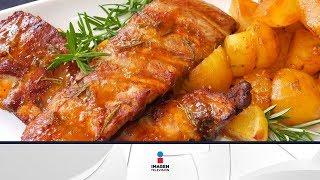 Receta para preparar chuletas de cerdo con papas y manzanas rostizadas. Chuletas de cerdo