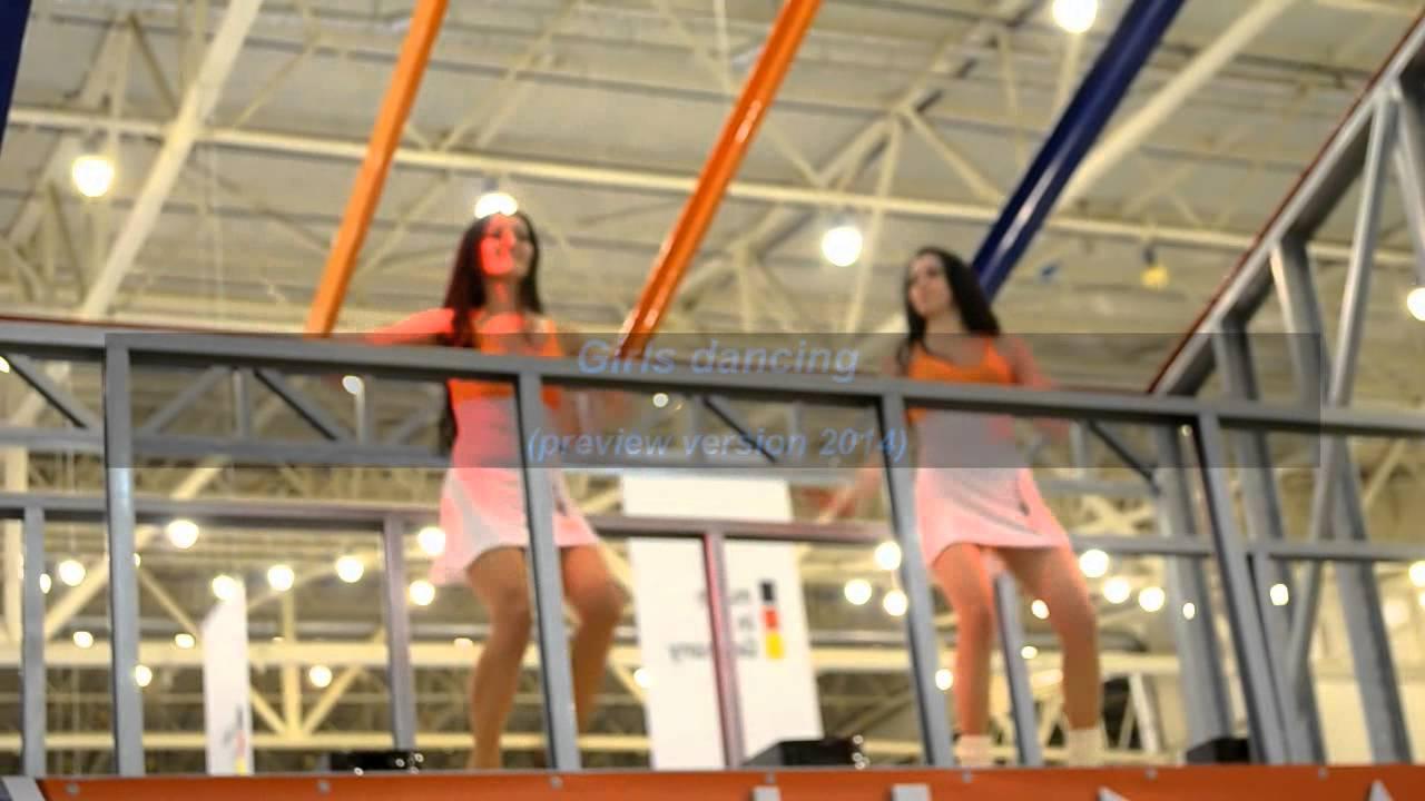 Смотреть танцующих девушек в коротких юбочках онлайн