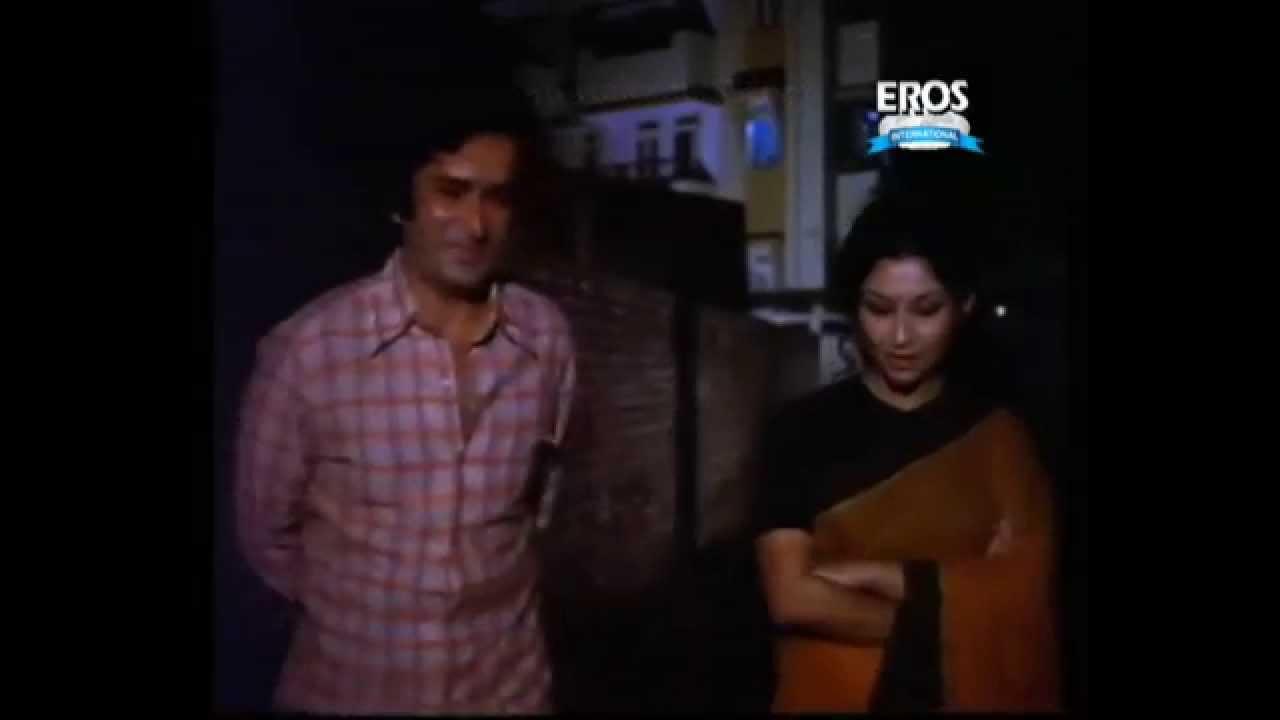 Anari (1975 film) Sharmila Tagore bumps into Shashi Kapoor Anari YouTube