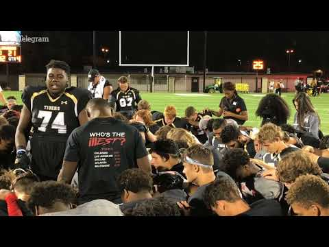 RAW: Mansfield and Cedar Hill players and coaches pray for Cameron Jones