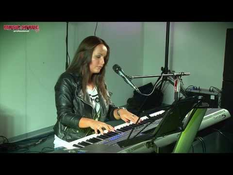 Susan Albers plays classics on Yamaha Tyros 5