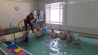 Фрагмент урока плавания Теника плавания способом Кроль на груди 4 а мкласс