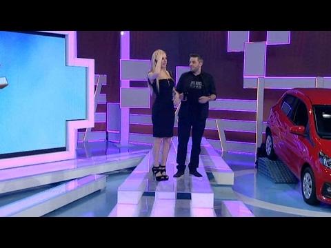 """17.2.17 Ντυμένοι στα μαύρα Π.Πολυχρονίδης και Τζ.Νόβα στο σημερινό επεισόδιο του """"Τροχού της Τύχης""""."""
