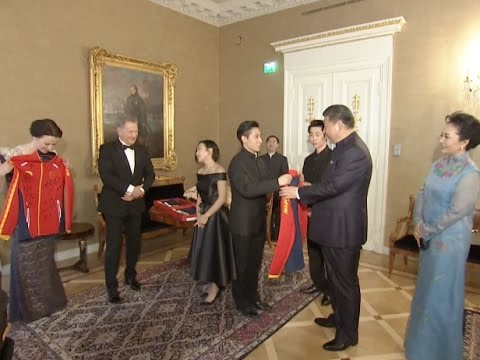 Chinese, Finnish Presidents Meet Winter Sports Athletes