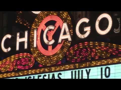 The Historic Chicago Theater A Magnificent Sign w/ Neon