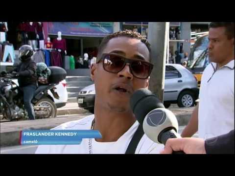 Pedestres e lojistas reclamam de camelôs em calçadas