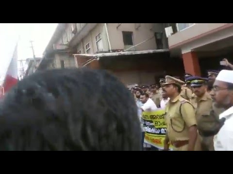 Muslims protest against disrespect to prophet muhammed at mathrubhumi office calicut india