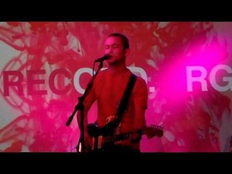 "Joseph Gordon-Levitt singing ""Bad Romance"" (SitC)"
