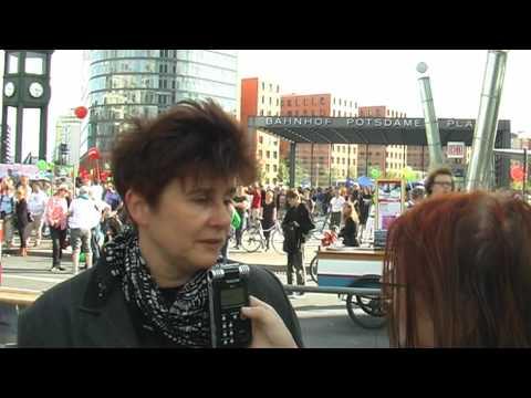 """Interview mit Rena Tangens auf der """"Freiheit statt Angst"""" Demo in Berlin"""