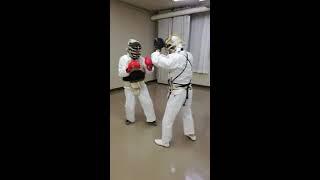 教室での一般防具着用練習です。 飯尾3段(赤G)と、夏目5級 2017.5.2...
