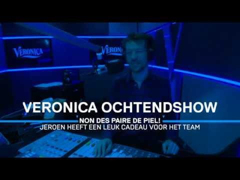 Non Des Paire De Piel Jeroen Latijnhouwers Verrast Giel Beelen Bij Radio Veronica Youtube