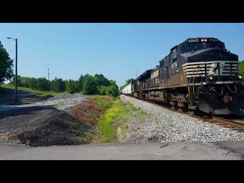 Norfolk Southern 9176/8070 mixed freight in Cleveland Tennessee
