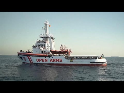 Os 60 migrantes do Open Arms chegaram a Barcelona