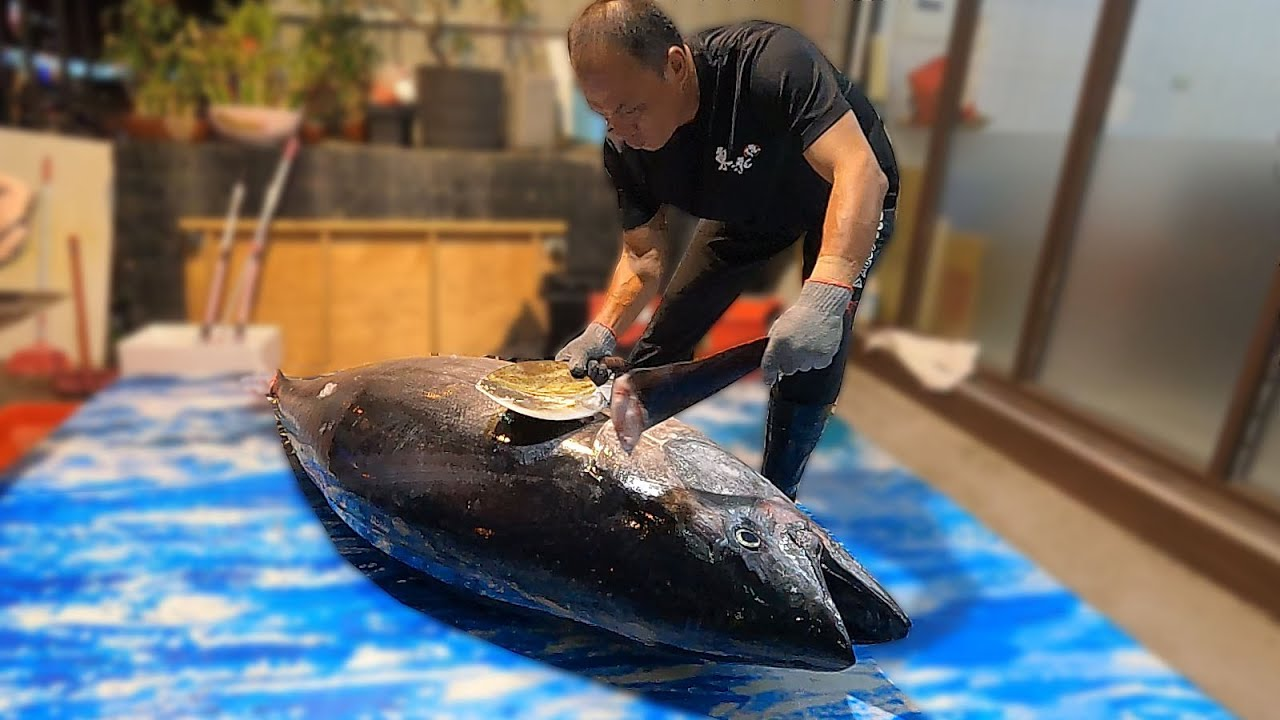 How to butcher a whole giant bluefin tuna - Knife cutting skills