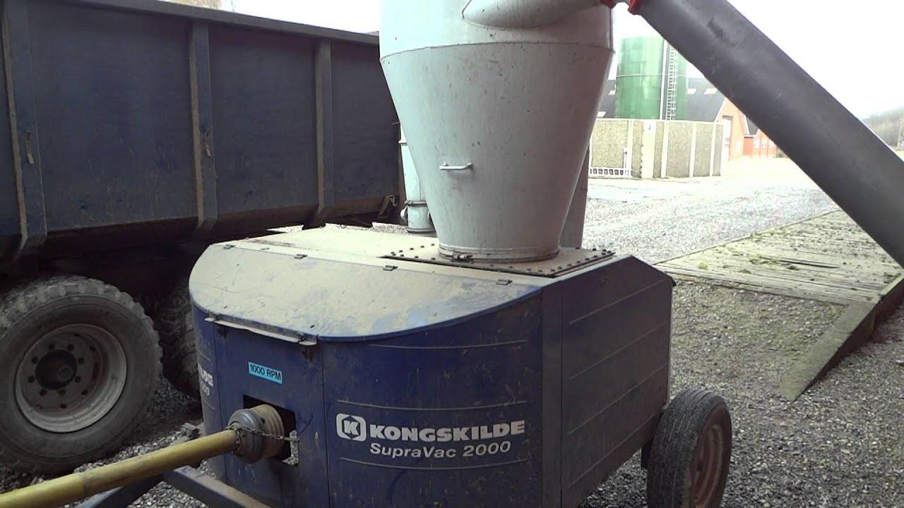 Kongskilde Supravac 2000 loading barley